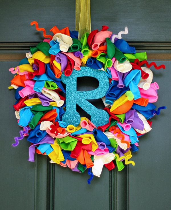 Birthday balloon wreath with interchangeable initials