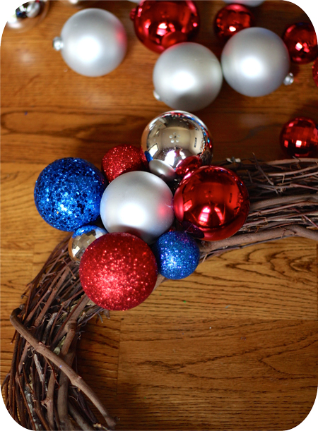 How To Make An Ornament Wreath using the cluster method.