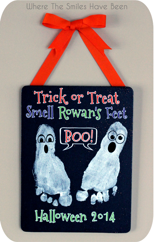 Halloween Footprint Craft via Where The Smiles Have Been