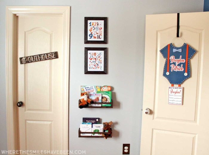 LOVE this mini gallery wall in a baby's room! Take a tour of this navy & orange modern woodland nursery!   Where The Smiles Have Been