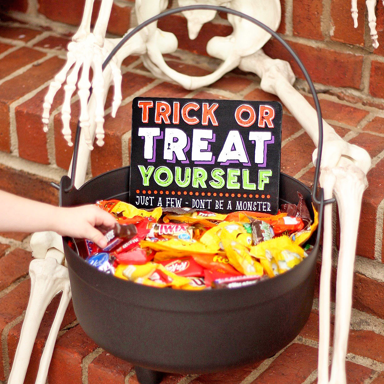 DIY 'Trick or Treat Yourself' Halloween Candy Bowl Sign